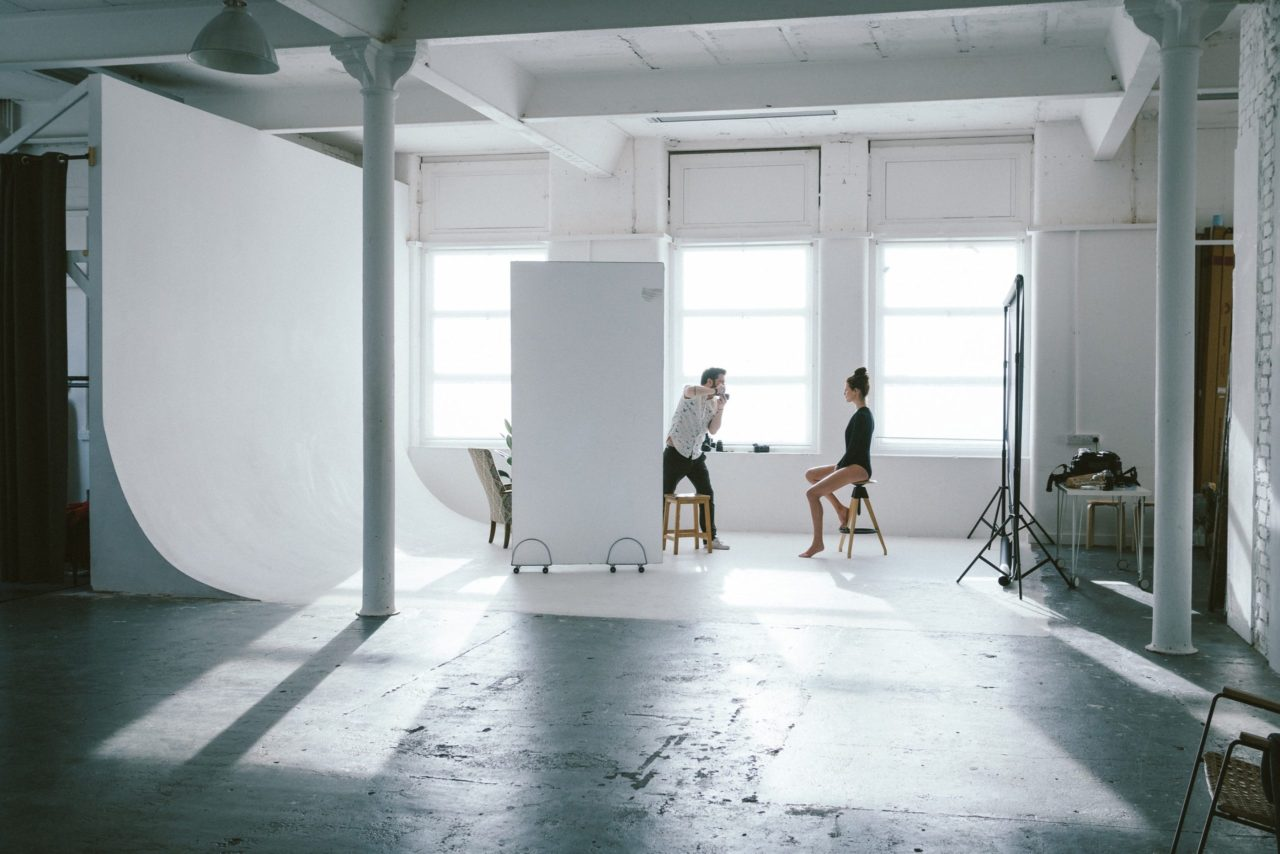 The photographer Robert Vincze in a shooting session with model in his studio